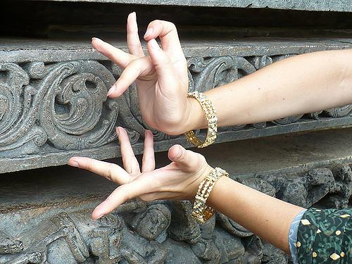 Ashram-Ritmo, emozione, gesto e voce